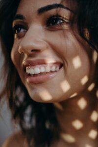 Tandlæge i Kokkedal giver smil på tandsættet